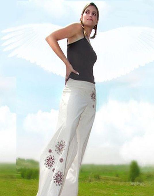 Pantalón de Algodón con aplicaciones de bordado en hilo.