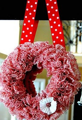 make your own valentines wreath! LOVE