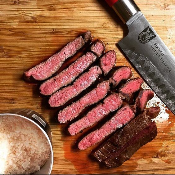 Nada mal pra uma segunda-feira em!  #brasil #BBQ #carnebovina #churrasco #churrascada #barbecue #cerveja #wagyubeef #pecuáriadecorte #marmoreio #carnenobre #pecuária #bovino #primebeef #wagyu #dryaged #churras  @fleischbotschafter by wagyu_beef