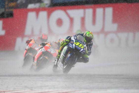"""MotoGP – Rossi: """"A Michelin está atrasada com os pneus de chuva"""""""