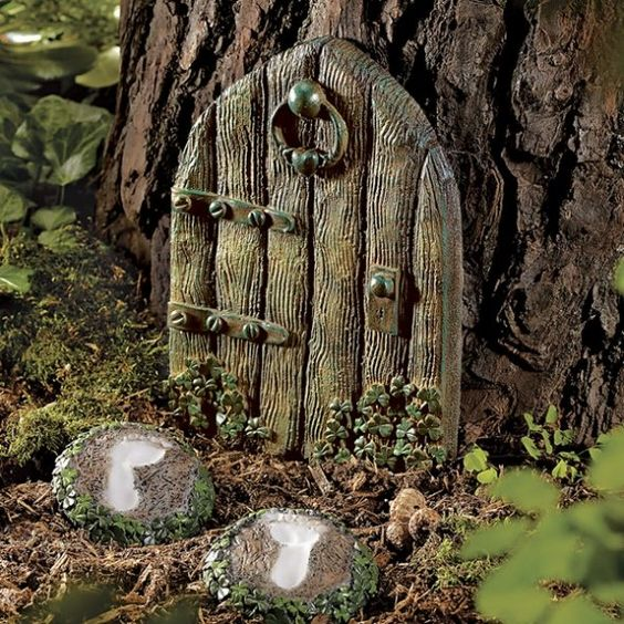 I made a bunch of fairy doors one christmas with salt clay for The little fairy door