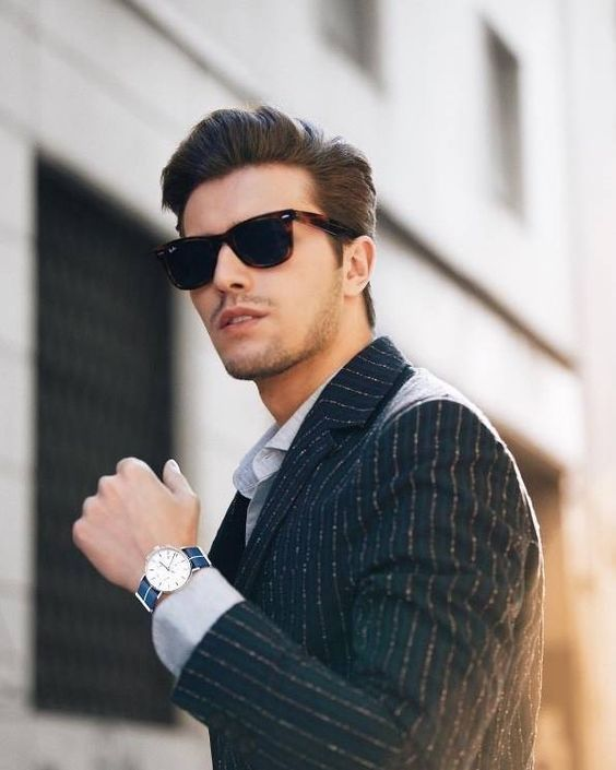 O modelo @gianmariasainato sempre garante um visual arrumado e elegante. Não dispensa acessórios como os óculos de sol e os relógios. 😎 #oticaswanny #gianmariasainato #oculosdesol #manstyle #modamasculina #rayban