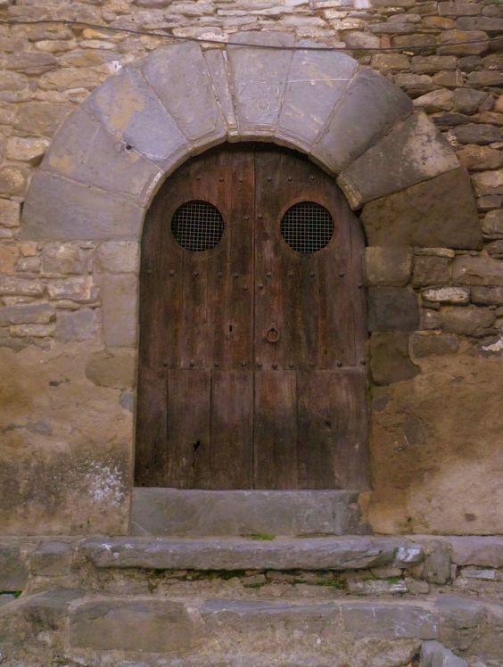 Porta a Montanyana. Poble Medieval de la Franja de Ponent. Ribagorça.