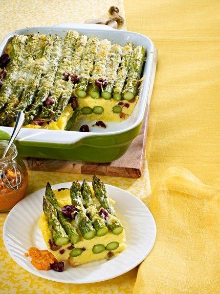 Grüner Spargel ist im Trend. Er sieht frühlingshaft aus, schmeckt würzig fein und lässt sich ohne Schälen zubereiten. 19 schnelle Spargel Rezepte.