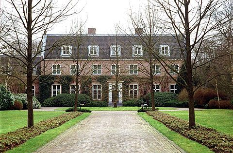 photo: house/residence of intelligent 220 million earning Den Haag, Netherlands-resident