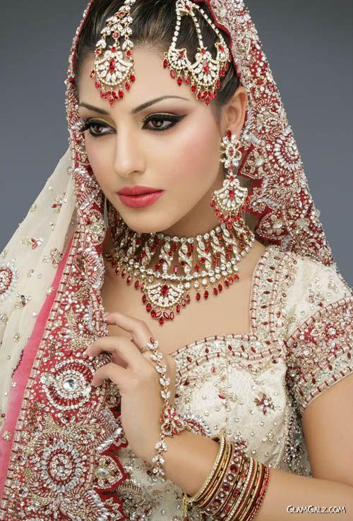 Sari and Jewelry so beautiful!