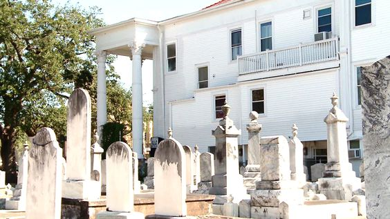 A New Orleans mortuary manager shows photographic evidence of a ghost girl.