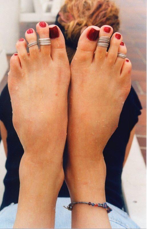 Permanent toe rings
