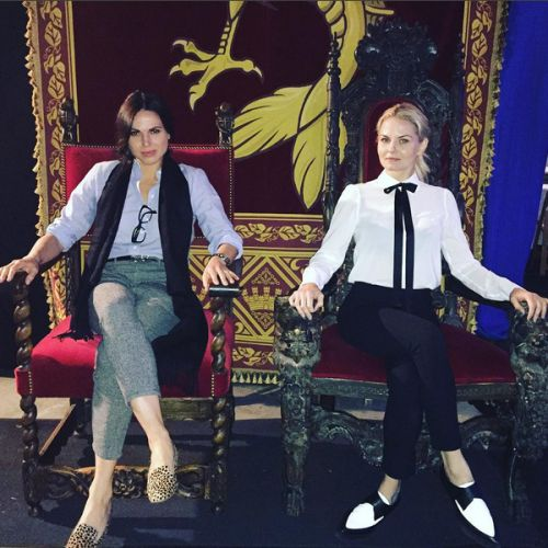 swanmills:  accesshollywood: the queens of darkness have arrived to the party #onceuponatime #darkswan [x]