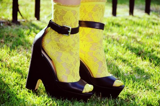 styling: socks with sandals - 2 outfit examples!
