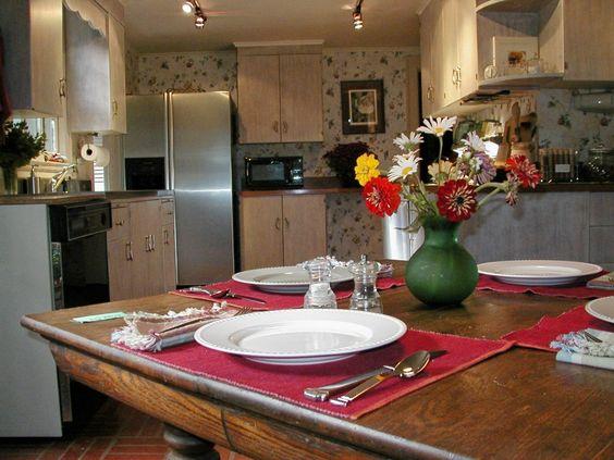 Eat-in-Kitchen... always with cutting garden flowers