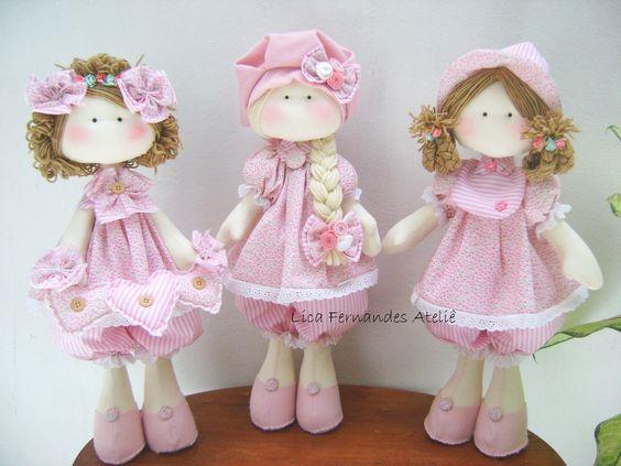 O conjunto de Boneca Russa é composto de 3 Bonecas.    1 Boneca Russa 3 corações  1 Boneca Russa nº3  1 Boneca Russa nº1    Tem em média 50 cm de altura.  Ocorre mudança na cor do tecido.