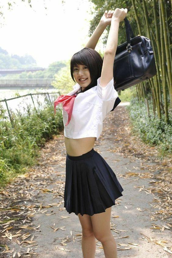 #制服美少女 伸懶腰露個小肚臍就是那麼美!! 》#Cute #Girl #Pretty #Girls #漂亮 #可愛 #青春活力
