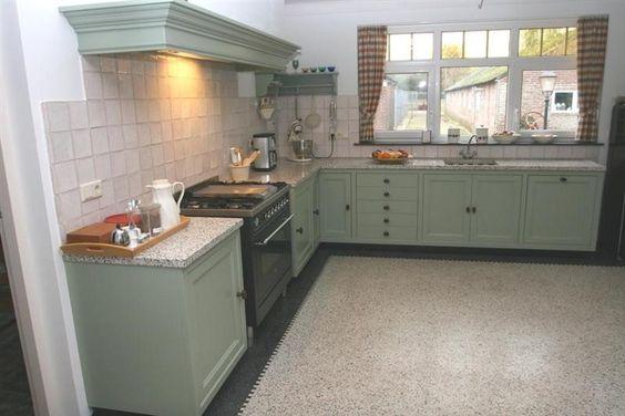 Granito vloer in groene keuken