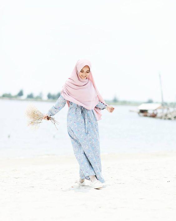 sista hijabers suka ke pantai ? ini referensi style hijab 2019 yang pas.