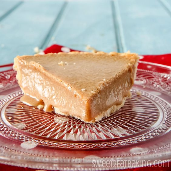 """""""Gypsy Tart"""". Filling with just two ingrediennts: muscovado sugar, evaporated milk. This Gypsy Tart is an old English traditional recipe."""