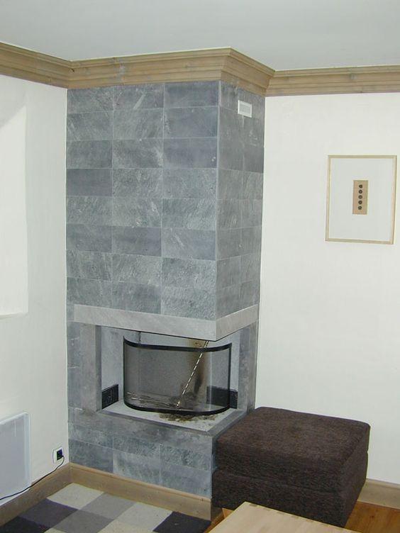Foyer Travailleur Salon De Provence : Cheminée avec parement en pierre ollaire stéatite