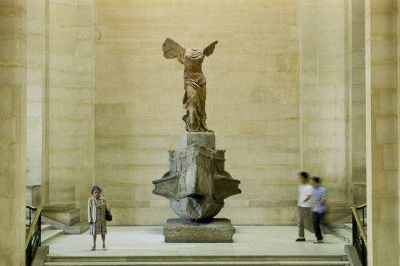 Dopo il restauro finanziato da mecenati e cittadini, la Nike di Samotracia ritrova il suo posto al Louvre, in cima alla celebre scalinata Daru. La Vittoria alata, scultura greca e opera d'arte simbolo del Louvre di Parigi, ha trascorso gli ultimi 10 mesi sotto i 'ferri' dei restauratori, tra cure…