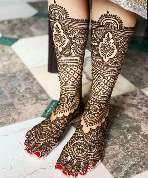 70 Trending Mehndi Designs for Your Legs |The Crimson Bride