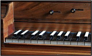"""Tafelklavier (""""Form einer liegenden Harfe"""")"""