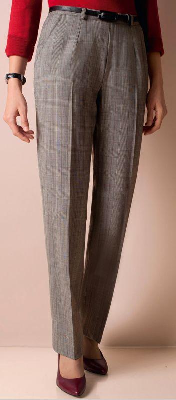 Un Pantalon Con U Pour Les Femmes Petites Disponible Du 38 Au 54 Pour 59 90 Looks De Bureau