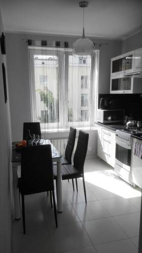 Apartament Przy Bibliotece Gdynia Set 1 km from Swietojanska Street and 1.4 km from Navy Museum, Apartament Przy Bibliotece offers accommodation in Gdynia. The apartment is 1.4 km from Gdynia Stadium. Free WiFi is available .  An oven and a microwave can be found in the kitchen.