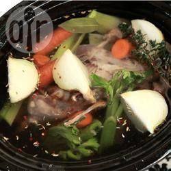 Einfache Hühnerbrühe aus dem Slow Cooker @ de.allrecipes.com