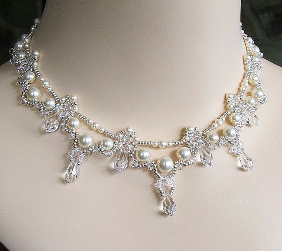 Kaskadierende Braut Teardrop-Halskette Creme von BridalDiamantes