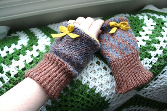 What a sweet idea and I have two thrifted sweaters ready for new life right now.