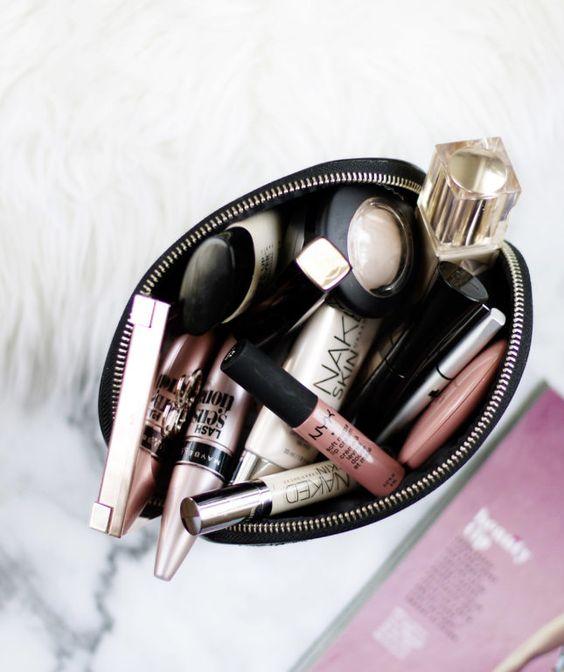 What's in my makeup bag: April