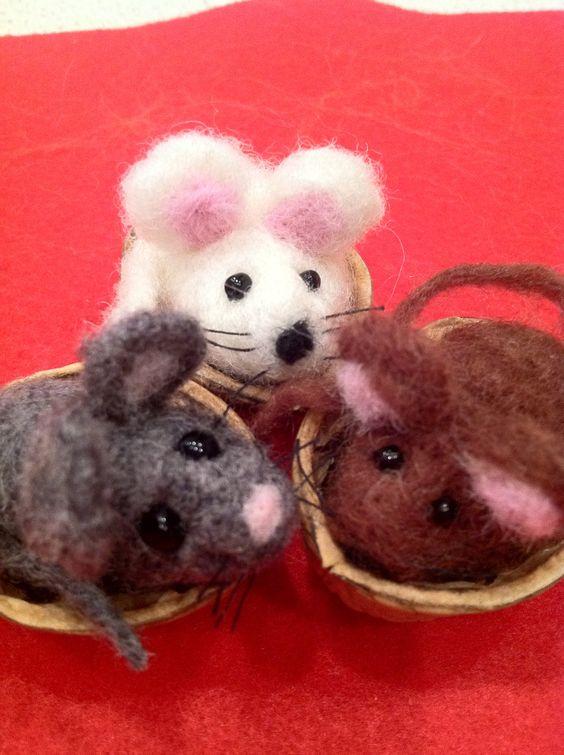 Mice in Walnut Shell
