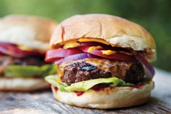 Cheeseburger à l'Américaine http://www.comment-economiser.fr/recette-de-burger-maison.html
