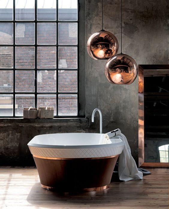 Salle de bain réchauffée par le cuivre. http://www.m-habitat.fr/par-pieces/sanitaires/idees-deco-et-amenagements-pour-une-salle-de-bains-2682_A