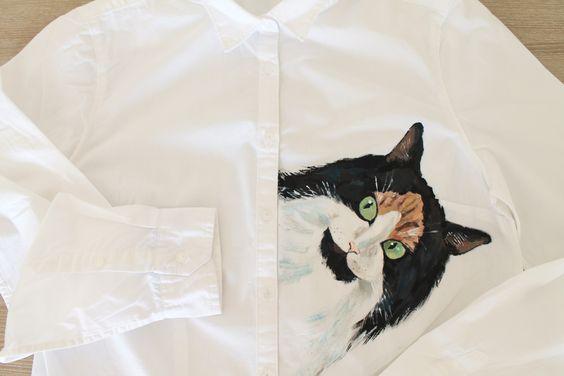 Custom pet portrait on shirt https://www.etsy.com/shop/Dariacreative?ref=hdr_shop_menu