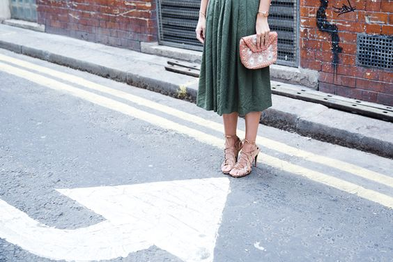 Midi_Skirts-Lace_Up_Sandals-Antik_Batik_Clutch-Outfit-London-25