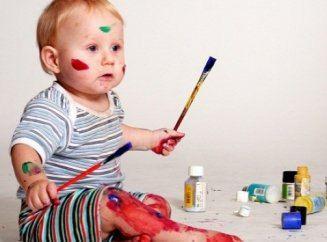 ребенок обрисовал стены в квартире