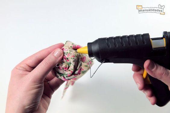 C mo hacer rosas con tela deshilachada las manualidades reciclaje decorativo pinterest - Como hacer manualidades con tela ...