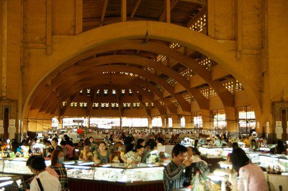 Kiến trúc mái vòm bên trong khu chợ Lớn Mới ảnh: alex.ch