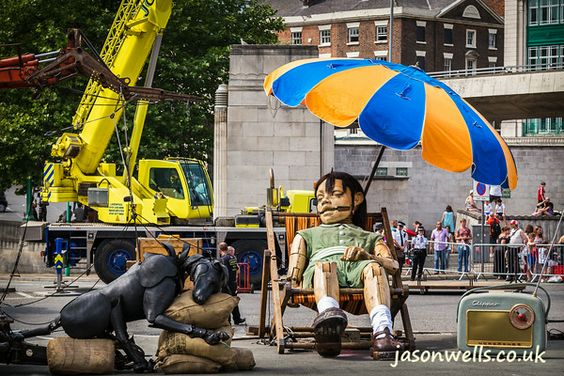 Xolo keeps the girl company as she naps under a parasol. You can buy this image (without the watermark) & see my other images of Liverpool by clicking on the thumbnail. #giants #liverpoolgiants #royaldeluxe