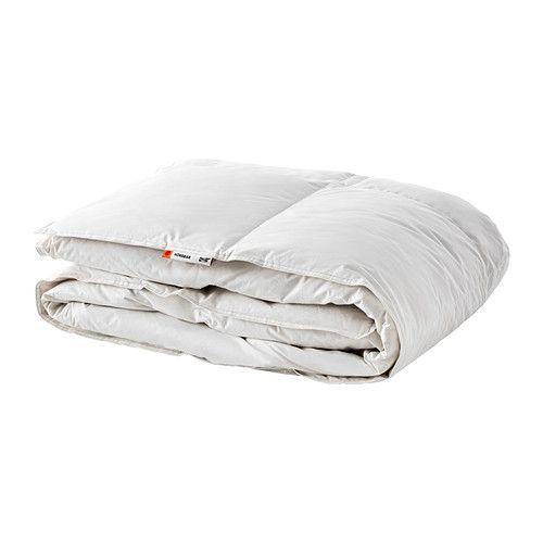 HÖNSBÄR Couette IKEA Si vous avez souvent froid pendant votre sommeil, optez pour cette couette très chaude au garnissage généreux.