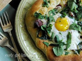 Curly Girl Kitchen: Breakfast Pizza with Turkey Bacon and Spinach, Fontina and Gruyere, and an Egg...