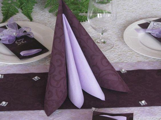 details zu set tischband vlies servietten plum flieder. Black Bedroom Furniture Sets. Home Design Ideas