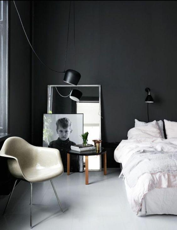 wanfarben ideen schlafzimmer schwarze wände sessel