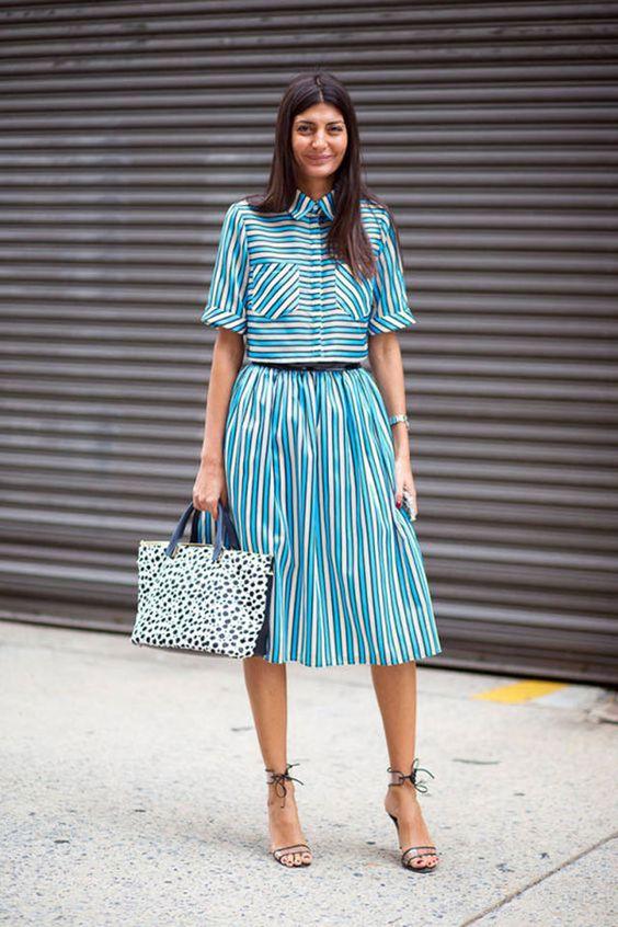 Giovanna Bataglia look saia midi e blusa listrada azul branco e preto