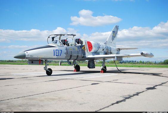 L-39M1 «Альбатрос» бортовий номер 107 «синій» 299-ї бригади тактичної авіації ПC ЗС України, Васильків, квітень 2016 року фото © Igor Lesiv