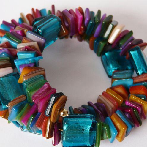 Multicoloured shell memory bracelet