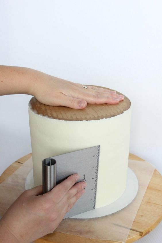 Lori Howell Cakes | Building a Double Barrel Cake | http://www.lorihowellcakes.com