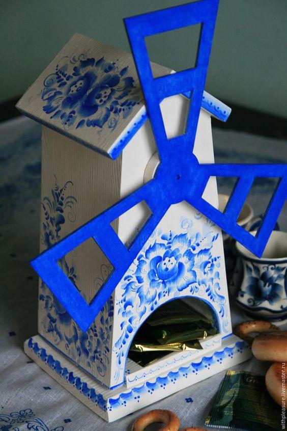 Мой мастер-класс призван показать, насколько чудесен, красочен и многогранен традиционный гжельский стиль, прошедший сквозь года и не потерявший свою актуальность в современном рукоделии. Многие любят гжель за ее сочный сине-белый цвет, за богатство орнаментов и деталей! Я покажу и объясню, как расписать чайный домик-мельницу гжельскими мотивами…
