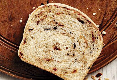 Pain sans pétrissage Pains de blé entier sans pétrissage aux raisins secs et à la cannelle (Coupe de pouce)