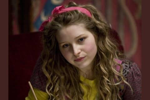 Pregnant Harry Potter Star Jessie Cave Cradles Her Burgeoning Baby Bump Readsector
